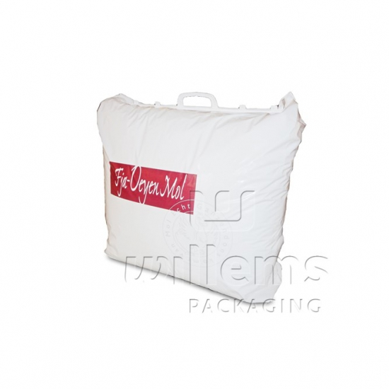 Plastic carrier bag with handle